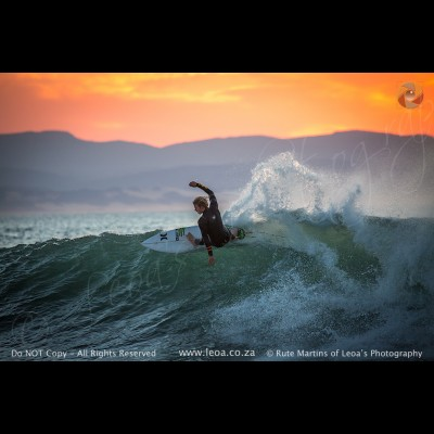5498 Surfing in JBay
